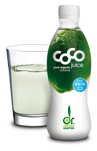 coconut water with glass pure Kokoswasser pur Glas